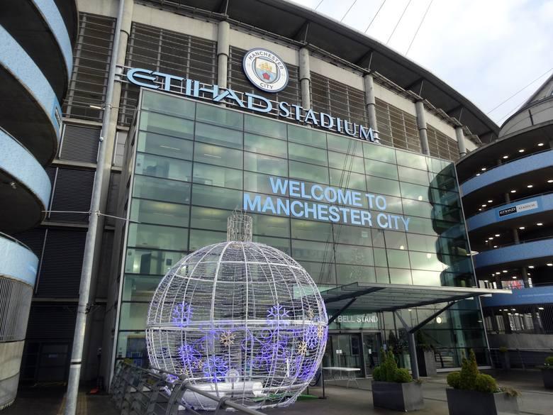 Korzystając z przerwy w rozgrywkach wybraliśmy się do Manchesteru. Odwiedziliśmy dwa piłkarskie obiekty - Old Trafford i Etihad Stadium oraz klubowe