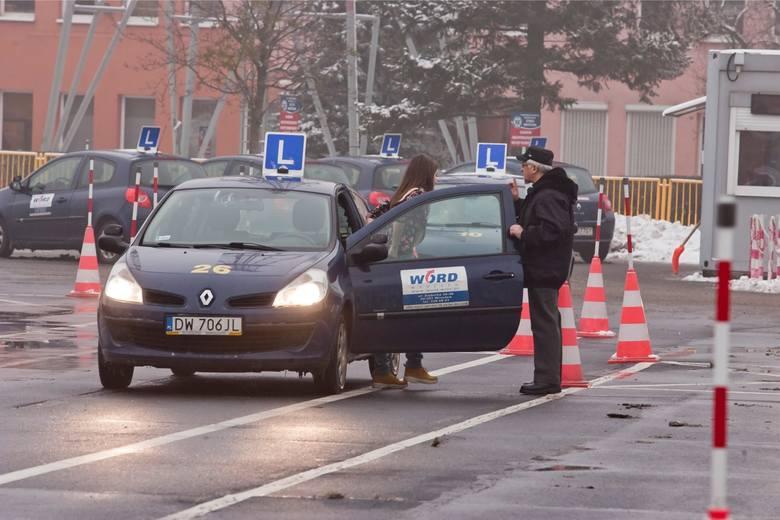 Czy po zmianach na egzaminach na prawo jazdy przestanie się opłacać oblewanie kursantów? Nowy projekt ustawowych zmian w prawie jazdy ma ukrócić precedens
