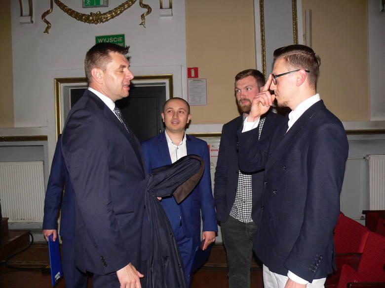 Z twórcami filmu przed emisją rozmawiał burmistrz Marcin Marzec.
