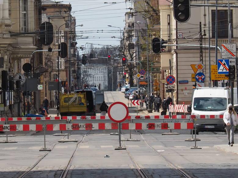 Które ulice w najbliższym czasie będą rozkopane? Gdzie wreszcie zakończą się remonty? Oto raport z łódzkich ulic i terminarz.Czytaj dalej