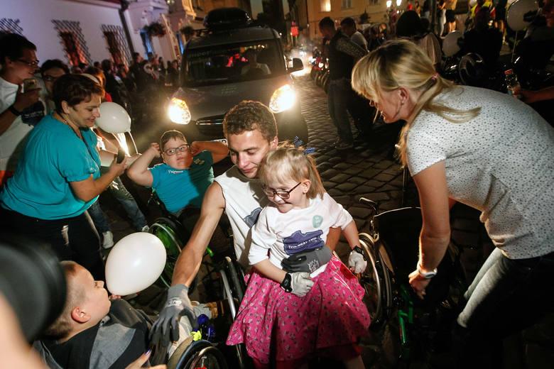 Dziś do Rzeszowa dotarł wyczerpany, ale szczęśliwy 21-letni Adrian Beściak. W ciągu ostatnich dwóch miesięcy pokonał na wózku trasę 2313 km z Rzeszowa