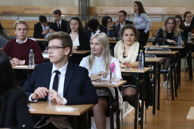 Dzisiaj uczniowie piszą maturę z języka polskiego.