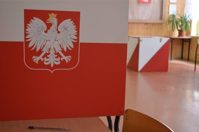 - Organizując referendum należy zebrać podpisy 10 proc. uprawnionych do głosowania w gminie.Z kolei do urn musi pójść przynajmniej 60 proc. mieszkańców,