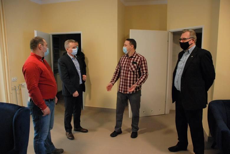 Klub Seniora już gotowy w Gackach. Odwiedzili go radni Rady Miejskiej [ZDJĘCIA]