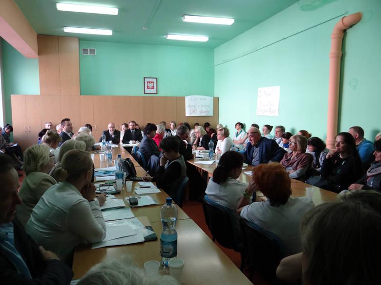 Pracownicy DPS przy Przybyszewskiego chcą podwyżek i równego traktowania [ZDJĘCIA]