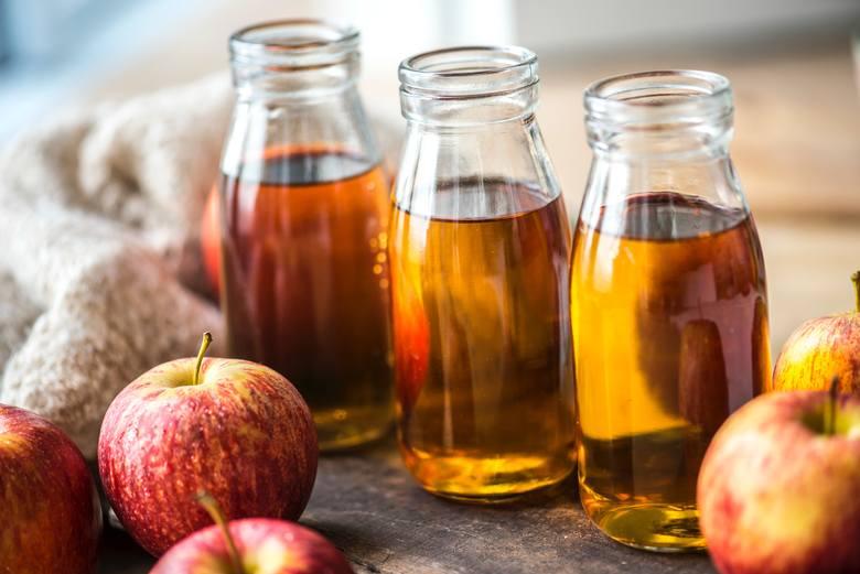 Niektóre wersje diety jabłkowej dopuszczają spożywanie jabłek w postaci soku, ale nie jest to zalecane zwłaszcza wtedy, gdy jest on klarowny, czyli całkowicie