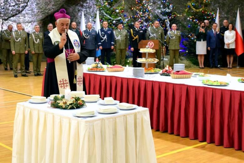 Uroczysta Wigilia, wzorem lat ubiegłych została zorganizowana przez żołnierzy 1. Batalionu Strzelców Podhalańskich w Rzeszowie. Spotkali się policjanci,