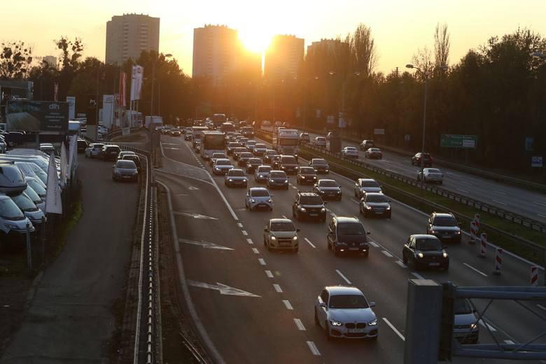 2. Katowice to...najmniej zakorkowane duże miasto w Polsce. Kto jeździ do Krakowa czy warszawy, wie, o czym mowa. No tak, tu korki też są, ale mniejsze.