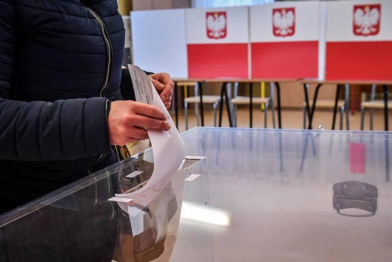 Prezydencki rzecznik Błażej Spychalski poinformował wieczorem, że prezydent Andrzej Duda podpisał zarządzenie o przeprowadzeniu wyborów parlamentarnych