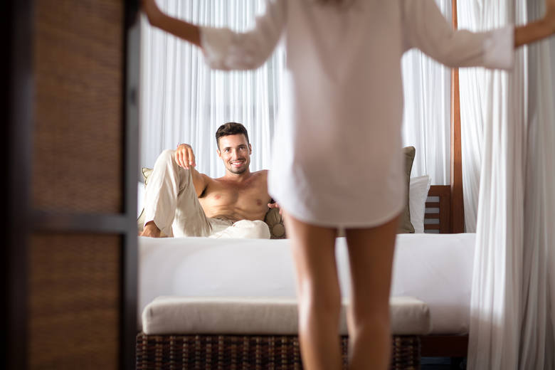 Przepis na udany seks? Tak naprawdę każdy ma własny. W związek może wkraść się rutyna i to jest normalne. Warto jednak szybko reagować. Zainteresowanie
