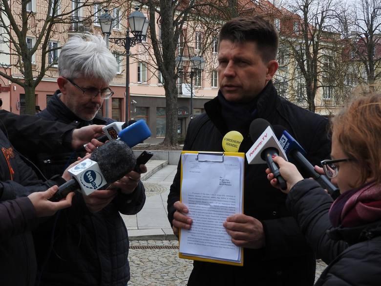 Nie będzie na razie śledztwa w sprawie spalenia kukły Ryszarda Petru. Lider Teraz dostał już pismo z białostockiej prokuratury