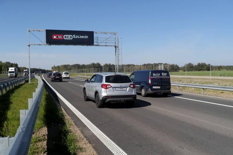 Pierwsze samochody wjechały na nowo oddany do użytku odcinek trasy szybkiego ruchu S6. Trasa Goleniów - Koszalin to jedna z największych inwestycji drogowych