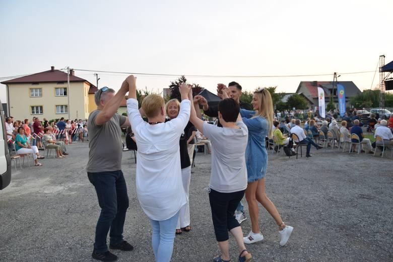 Wola Filipowska. Na jubileusz 700-lecia lokacji koncertowali Skaldowie. Był koncert, tańce i wspólne zdjęcia [GALERIA]