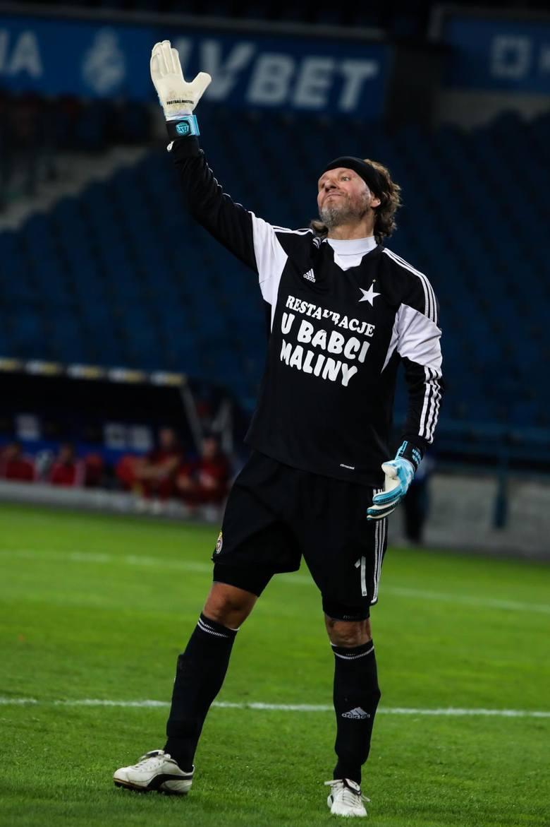 Na pozycji bramkarza występował w Pogoni Szczecin, Wiśle Kraków i Polonii Warszawa, a także za granicą w tureckich klubach Goeztepe i Bursaspor, greckim
