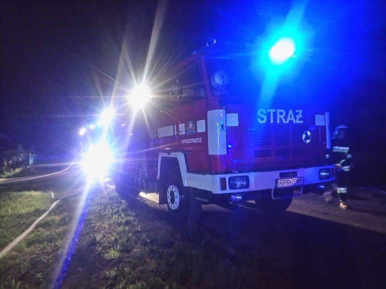 W nocy z soboty na niedzielę, wybuchł pożar w Kosienicach koło Przemyśla. Na miejsce zadysponowano 9 zastępów OSP: Bolestraszyce (dwa samochody), Maćkowice,