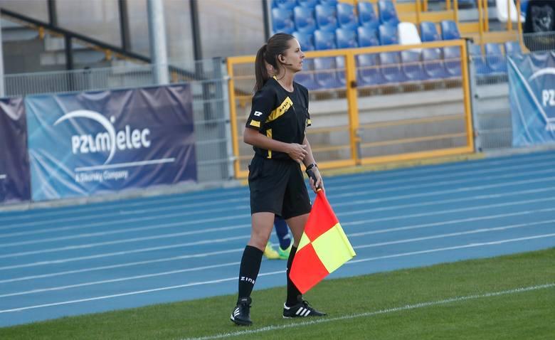 W niemieckiej Bundeslidze i francuskiej Ligue 1 kobiety prowadziły już samodzielne mecze. W polskiej PKO Ekstraklasie w roli asystentki zadebiutuje Paulina