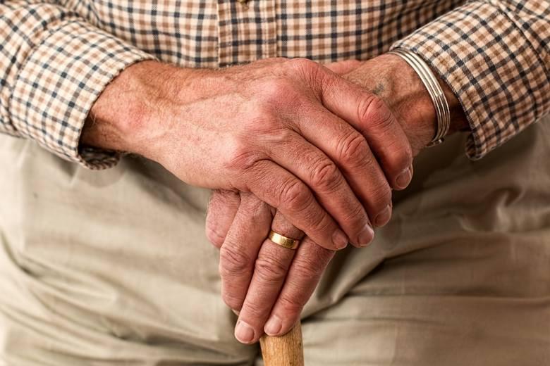 Opieka nad chorą osobą jest wymagająca oraz trudna. Warto pamiętać też o swoich potrzebach