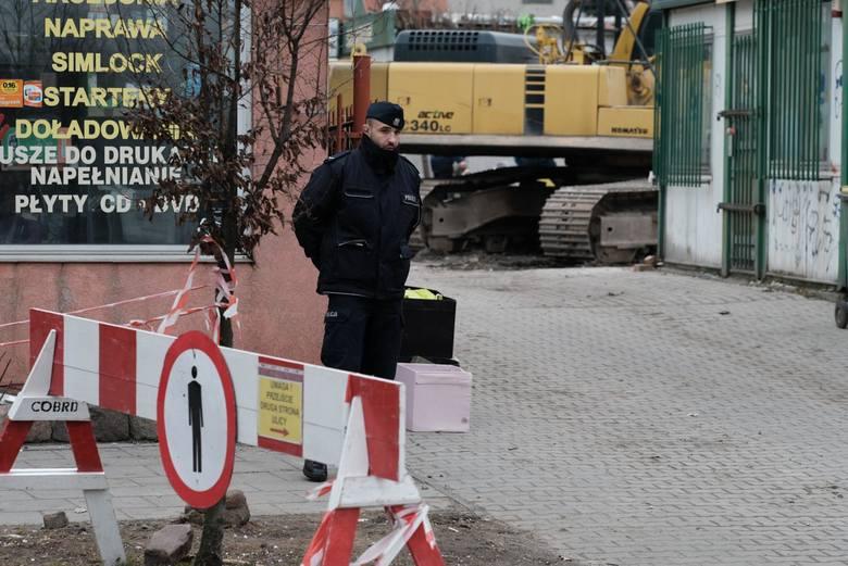 Do morderstwa i wybuchu gazu na poznańskim Dębcu doszło na początku marca 2018 roku. Tomasza J. czeka niebawem proces m.in. za zabicie żony. Ich wspólny syn przebywa poza Poznaniem, pod opieką cioci - siostry zamordowanej Beaty. Wiele wskazuje, że właśnie u niej spędzi kolejne miesiące.