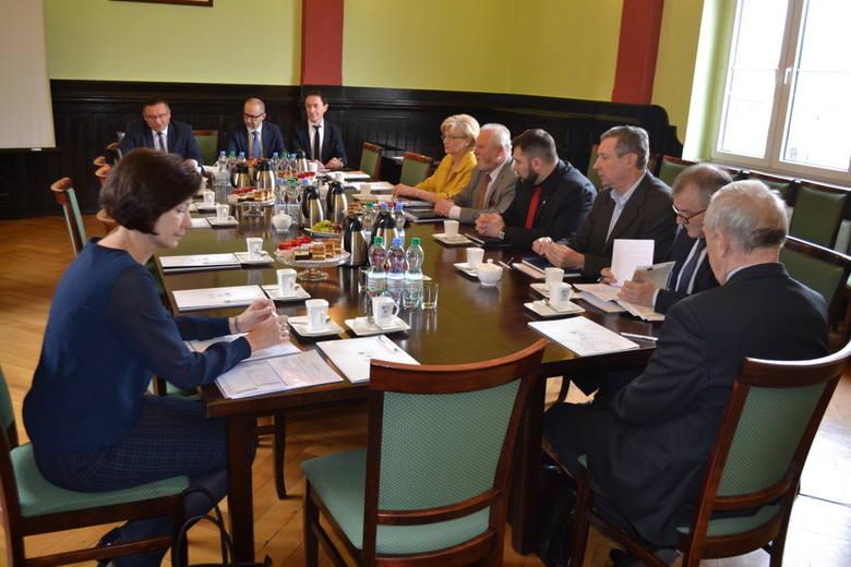 Spotkanie odbyło się między godz. 11.00 i 12.30 w Starostwie Powiatowym w Lublińcu.