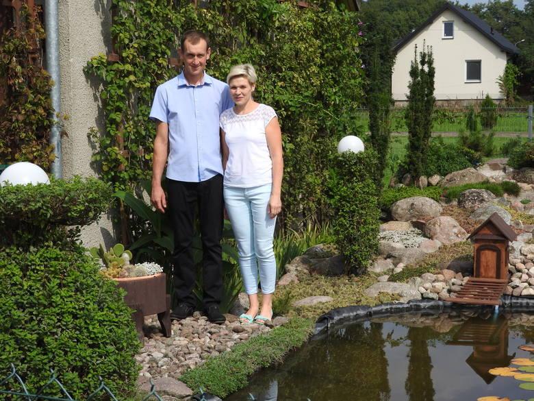 Dziś rolnicy dbają o swoje gospodarstwa i obejścia. Na zdjęciu podwórze Anety i Adama Gąsowskich ze wsi Łapy Korczaki
