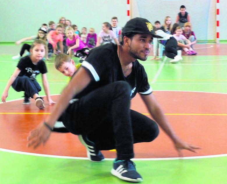 """Justin Funtes porwał dzieci do tańca. """"Najważniejsza jest pozytywna energia"""""""