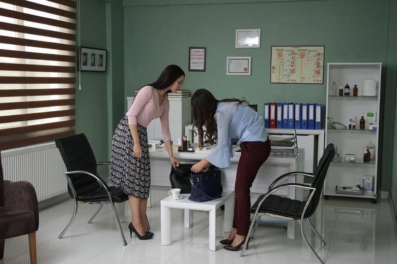 Więzień miłości streszczenia odcinków 120, odc. 121 Obsada: EZGI BARAN, SUBASI, ERKAN MERIC Zobacz, ile serial ma odcinków 15.08.2019