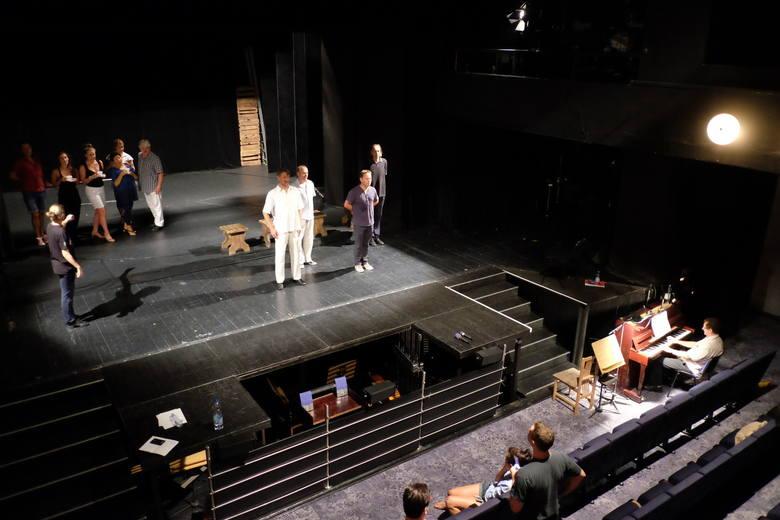 """Do 2023 roku ma powstać nowa siedziba Teatru Muzycznego. Na zdjęciu - próba spektaklu """"Footloose"""""""