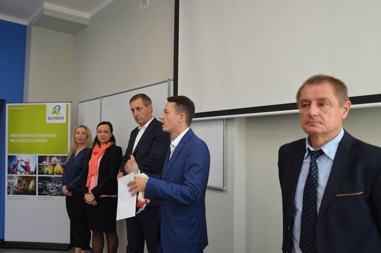 """Multiserwis """"zamówił"""" studia na Politechnice Opolskiej dla swojej kadry kierowniczej"""