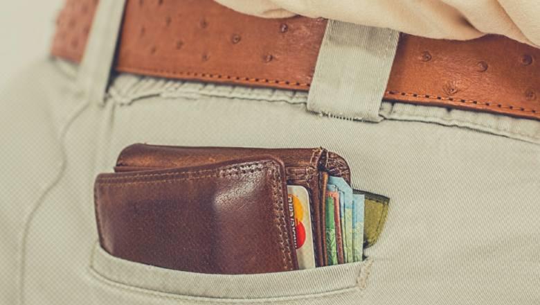 A ty gdzie trzymasz prezerwatywy? Tych 8 rzeczy nie wolno nosić w portfelu!