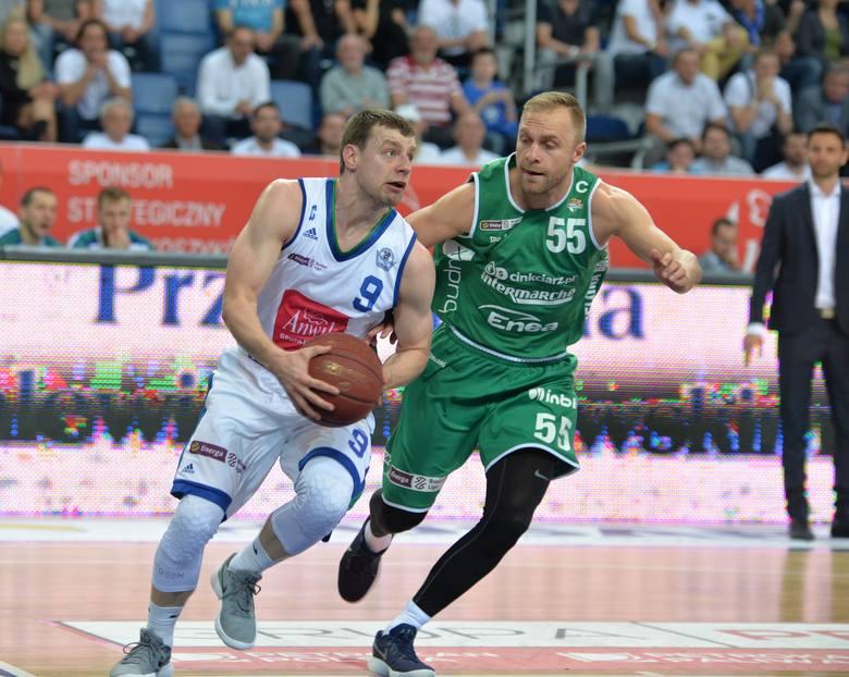Ligowi weterani: Kamil Łączyński i Łukasz Koszarek zagrali bardzo nierówno, ale przydatniejszy dla swojej drużyny był ten pierwszy