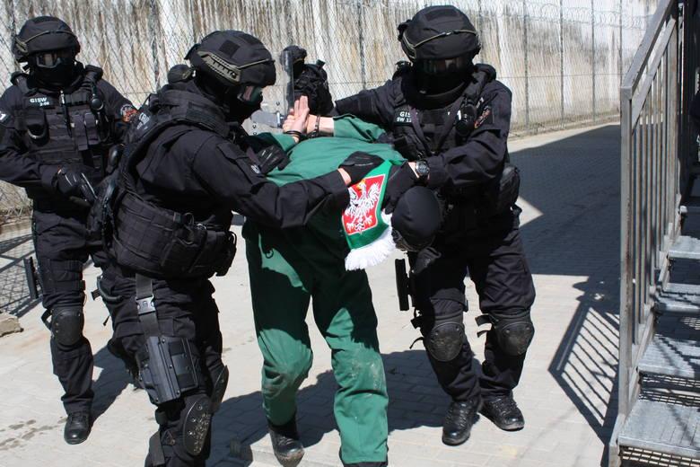 """Komandosi"""" Służby Więziennej, czyli 16 twardzieli z Grupy Interwencyjnej Służby Więziennej"""