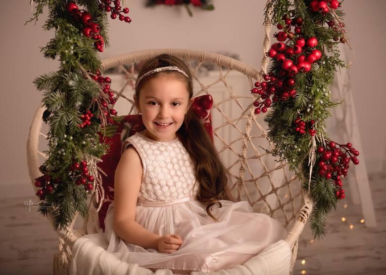 """Zdjęcia dzieci ozdobią pierwsze strony świątecznych wydań tygodników """"Głosu Koszalińskiego"""", które ukażą się 21 grudnia. Dodatkowo"""