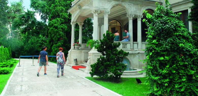 Poznaj willę rodziny Ceausescu, która wygląda jak Wersal