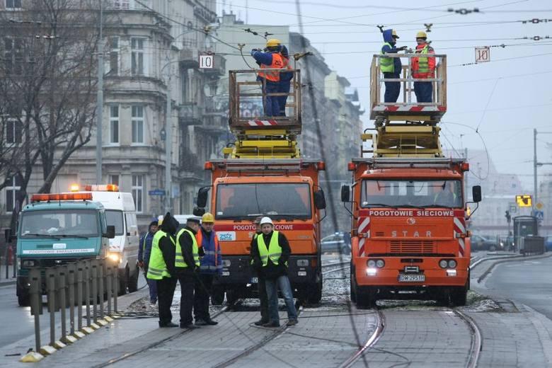 Awaria na Grabiszyńskiej naprawiona. Jeżdżą już tramwaje i samochody (ZDJĘCIA, FILMY)