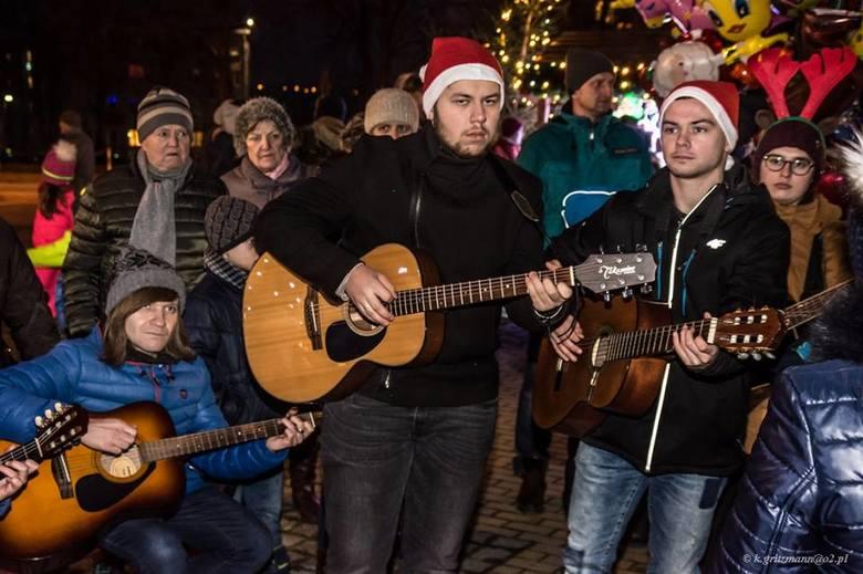 Wszyscy gitarzyści ze Starachowic zagrają razem kolędę podczas Jarmarku Bożonarodzeniowego
