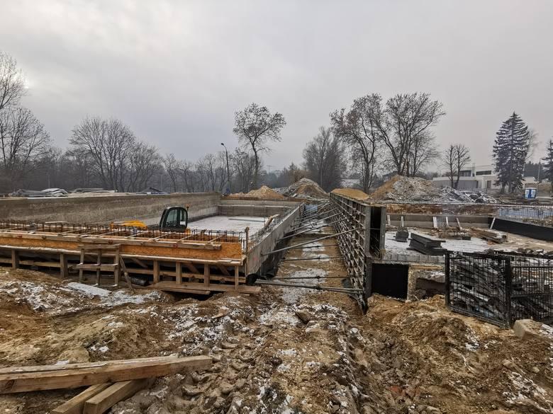 Tak dziś wygląda budowa kompleksu basenów w czeladzkim Parku Grabek