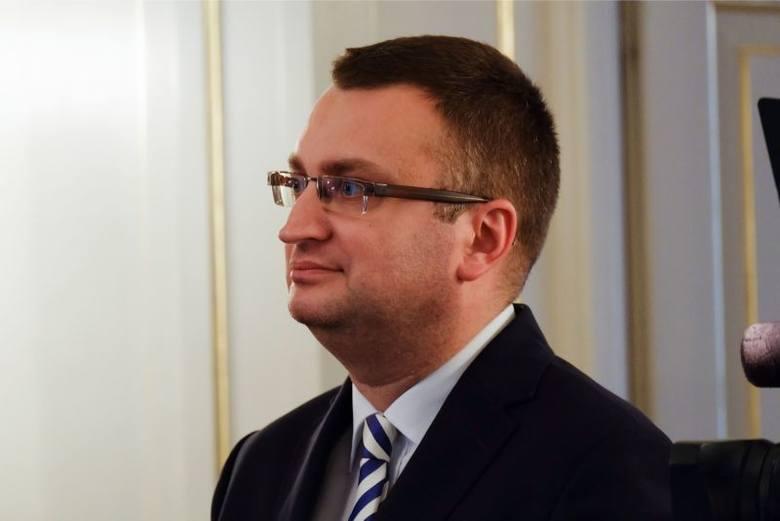 Rafał Rudnicki jest prawnikiem, absolwentem Wydziału Prawa Uniwersytetu w Białymstoku oraz Podyplomowych Studiów Menedżerskich. Od ośmiu lat białostocki