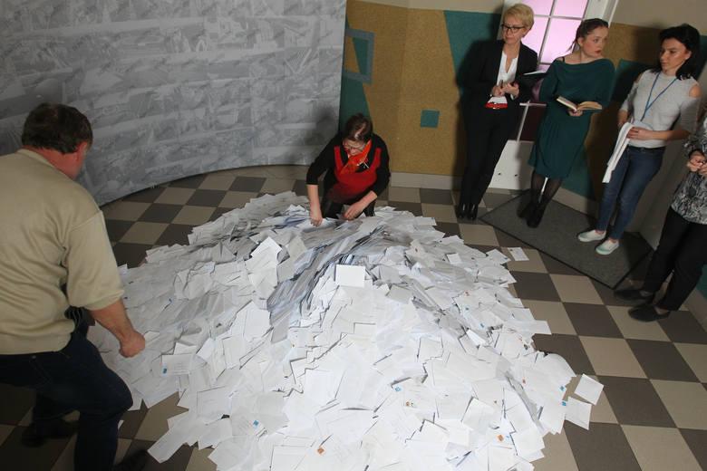 W czwartek w redakcji Nowin rozlosowalismy wśród uczestników loterii 10.500 zł