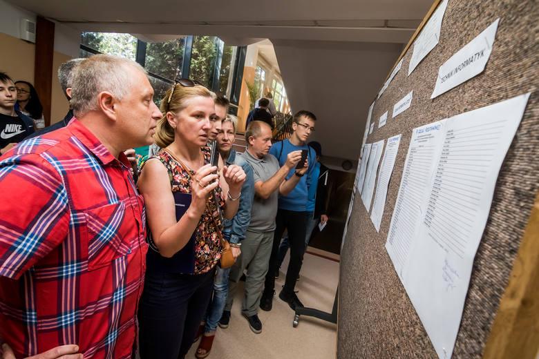 Absolwenci gimnazjów i podstawówek, którzy nie dostali się do żadnej szkoły średniej w Bydgoszczy, mogą jeszcze znaleźć wolne miejsca. Są one w technikach