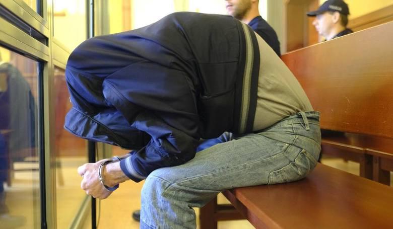 Mirosław B. zgwałcił 11-letniego chłopca przy dworcu PKS w Toruniu. Skazany został na 5,5 roku więzienia. To tylko jeden z grona torunian, którego dane