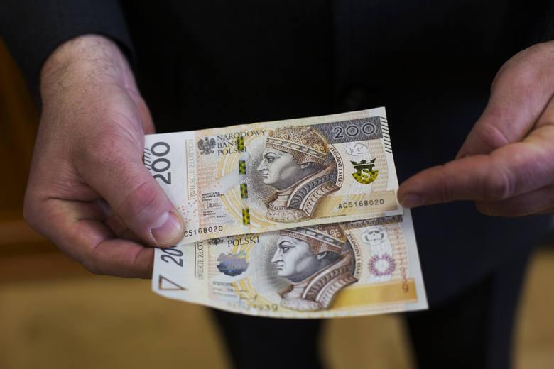 Wedle resortu finansów podatnicy z pierwszego progu, których jest w Polsce blisko 24,5 mln, oddali państwu w postaci PIT 49,2 mld zł, co daje średnio