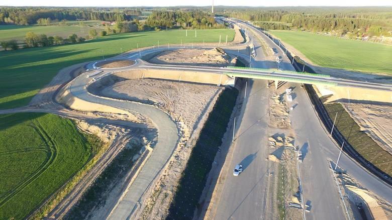 Jak przebiegają prace przy budowie obwodnicy Koszalina i Sianowa w ramach drogi ekspresowej S6? Zobaczcie najnowsze zdjęcia z lotu ptaka!Umowa na prace