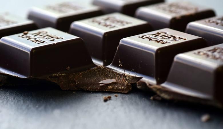 Składa się z masła kakaowego, proszku kakaowego i cukru. Zawiera przynajmniej 70 procent kakao.