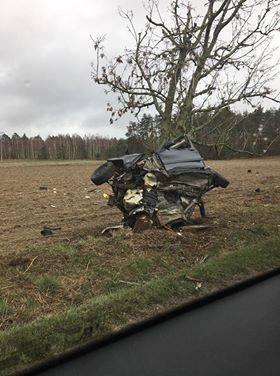 Makabryczny wypadek BMW. Kierowca oszukał przeznaczenie (ZDJĘCIA)