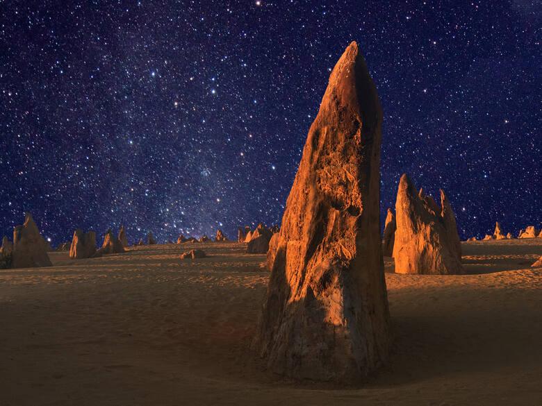 Pustynia Pinnacles, Park Narodowy Nambung, AustraliaPustynia  położona na terenie Parku Narodowego Nambung w Australii Zachodniej jest dosłownie usiana