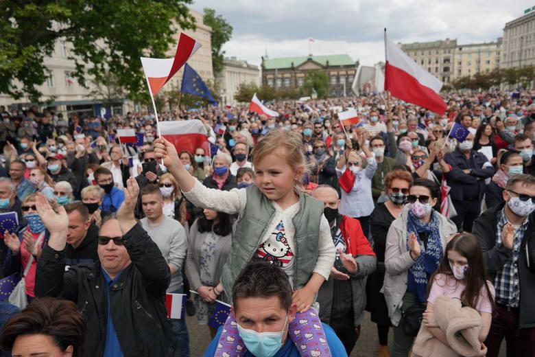 Rafał Trzaskowski, kandydat Koalicji Obywatelskiej na prezydenta Polski, obecnie prezydent Warszawy, odwiedził Poznań. Na spotkanie z nim na plac Wolności
