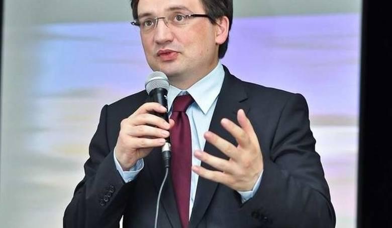 """Zbigniew Ziobro powołał zespół do zbadania przypadków pedofilii z filmu Tomasza Sekielskiego """"Tylko nie mów nikomu"""""""