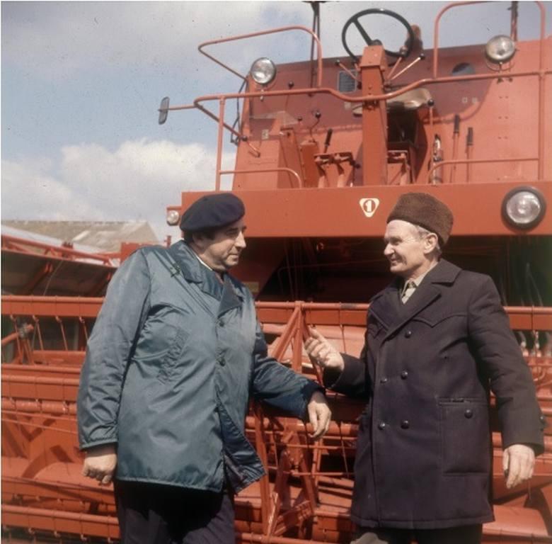Najpierw Fabryka Maszyn Żniwnych w Płocku produkowała Vistulę. Ta jednak nie znalazła uznania rolników, więc inżynierowie głowili się nad nowym rozwiązaniem.