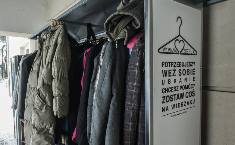 W zimie podstawowym wyposażeniem każdego człowieka powinno być ciepłe ubranie. Niestety nie każdego na nie stać. Masz nieużywaną kurtkę? Buty zimowe?