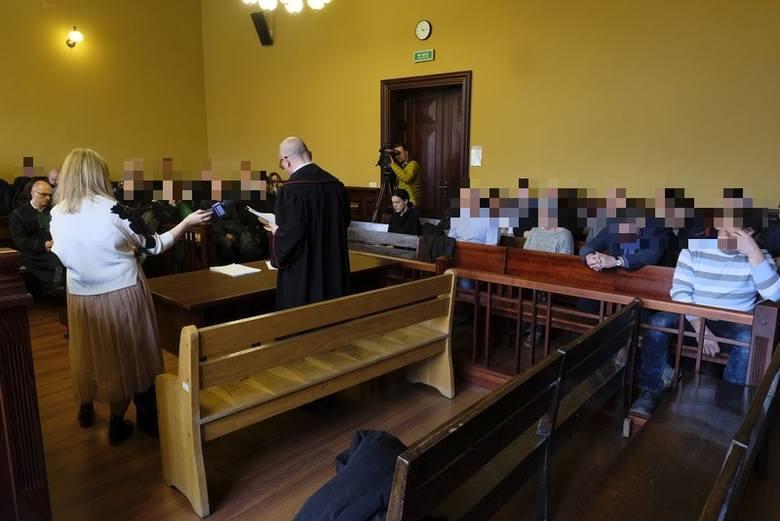 """Z wyjaśnień części oskarżonych w śledztwie wynika, ze papierosy mieli kupować od Rosjan w Braniewie i od Litwinów. Z nimi """"transakcja była w lesie"""""""